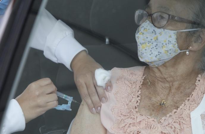 No Paraná, 89% da população idosa já tomou a primeira dose da vacina contra a Covid-19