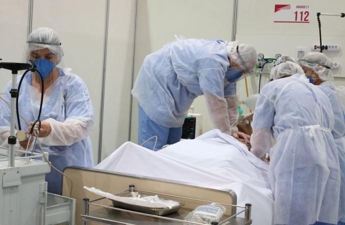 O mais duro pra mim, infelizmente, é ter que ensacar o amor de alguém, diz técnica de enfermagem de Itaipulândia; veja o vídeo