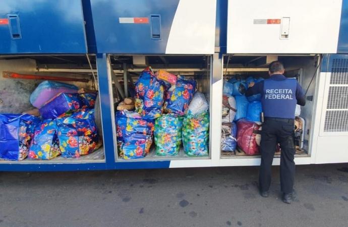Ônibus carregado de mercadorias descaminhadas é retido na estrada velha de Guarapuava