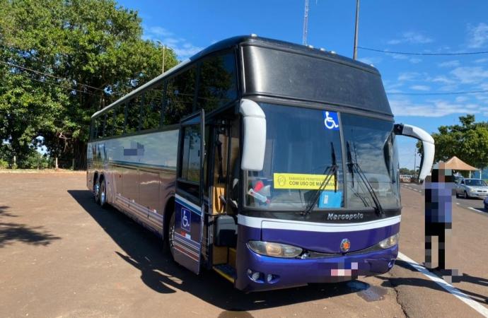 Ônibus de turismo é apreendido com fundo falso recheado de celulares em Santa Terezinha de Itaipu
