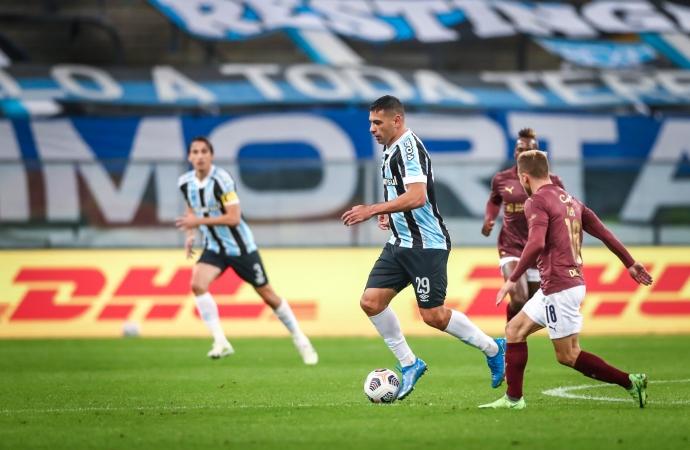 Ouça os gols: Grêmio perde de virada para a LDU e está eliminado da Sul-Americana