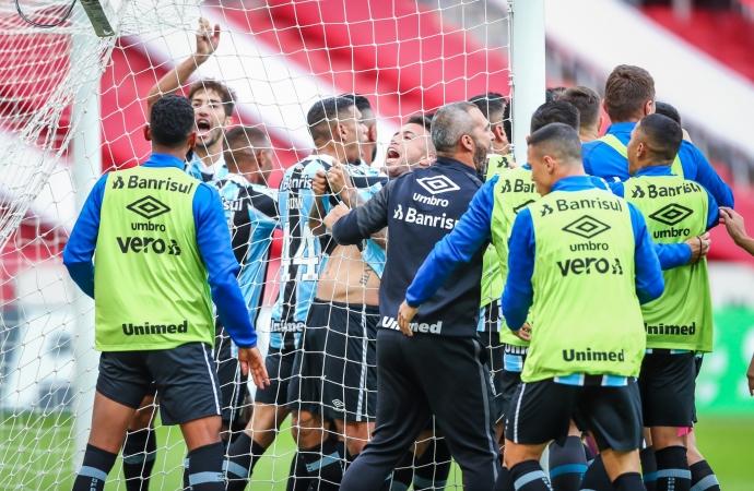 Ouça os gols: Grêmio vence o Inter de virada no Beira-Rio e larga em vantagem na final do Gauchão