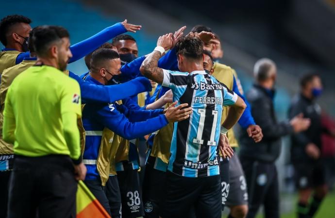 Ouça os gols: Grêmio volta a vencer o Lanús e encaminha avanço na Sul-Americana
