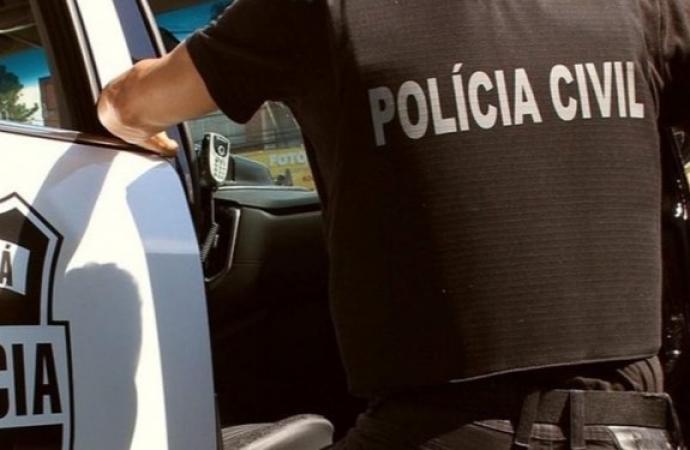 Paraná: mulher infectada com Covid-19 cospe em pedestres e passa saliva em veículos
