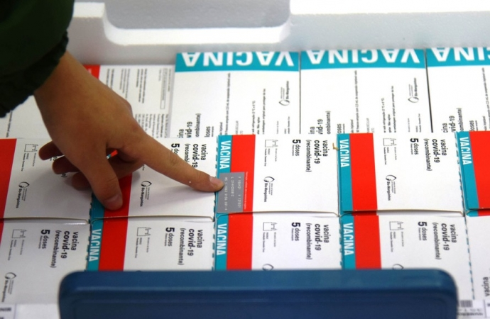 Paraná recebe novo lote com 244,8 mil vacinas contra a Covid-19