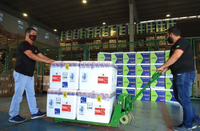 Paraná recebe novo lote de vacina e amplia imunização de profissionais da saúde