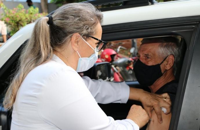 Pessoas com 60 e 61 anos serão vacinadas amanhã em Santa Helena