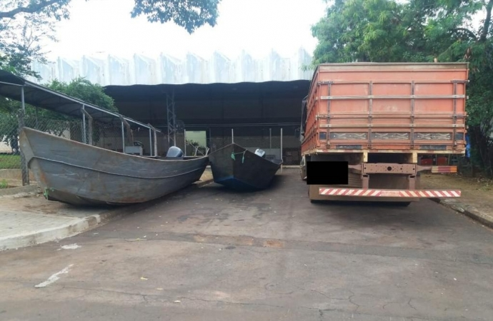 Polícia apreende duas embarcações, caminhão e cigarros em Santa Helena