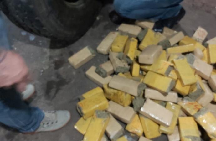 Polícia Civil apreende meia tonelada de maconha em residência de Foz do Iguaçu