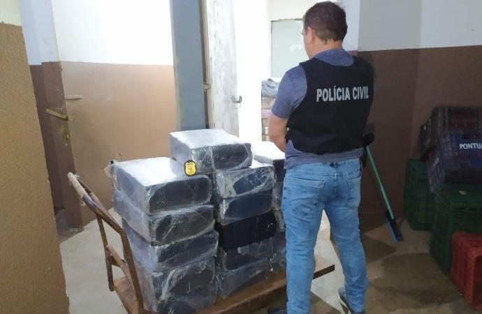 Polícia Civil de Foz prende três pessoas com 300kg de maconha