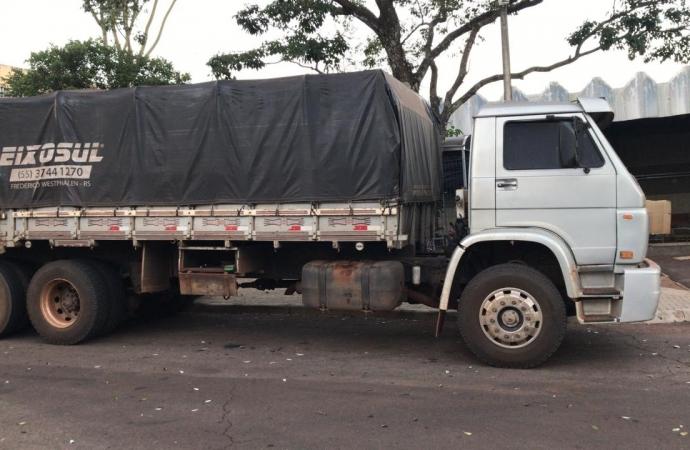Policiais apreendem caminhão carregado de cigarros nas proximidades de Santa Helena e Missal