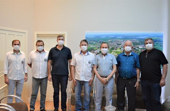 Presidente da Lar Cooperativa se reúne com autoridades de Entre Rios do Oeste