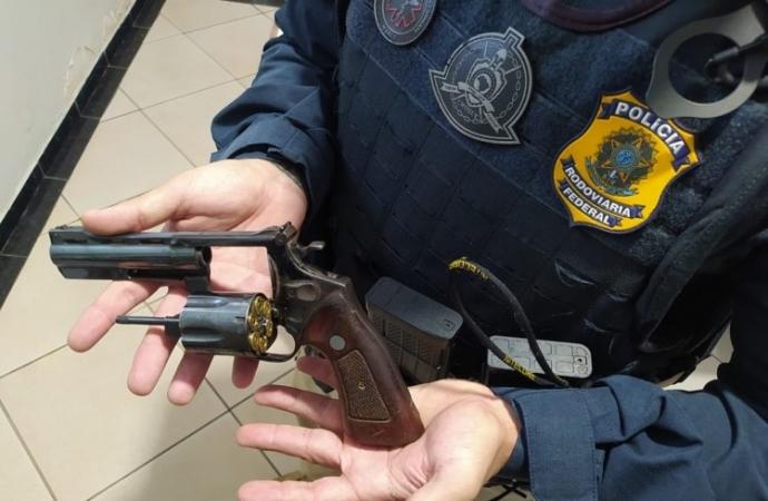 PRF prende idoso com revólver na cintura em Santa Terezinha de Itaipu