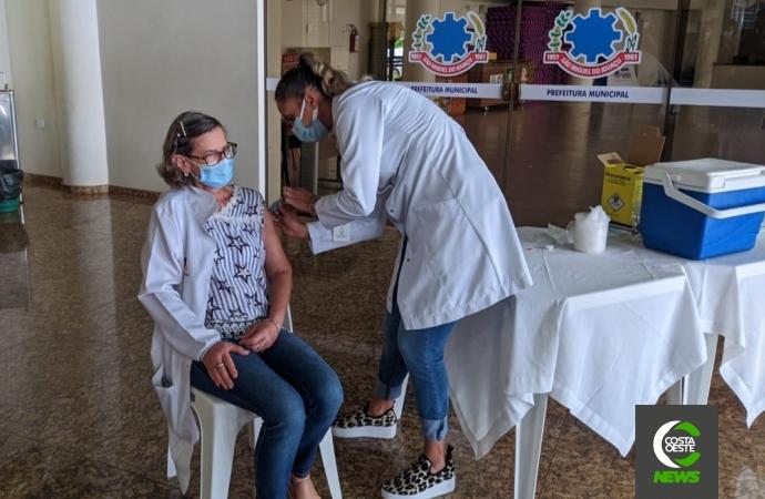 Primeira pessoa é vacinada hoje (20) contra COVID-19 em SMI