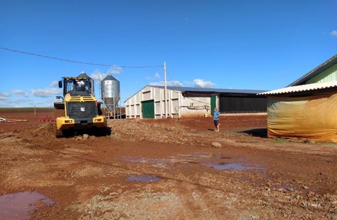 Produtores rurais de Itaipulândia são atendidos com cascalhamento em suas propriedades
