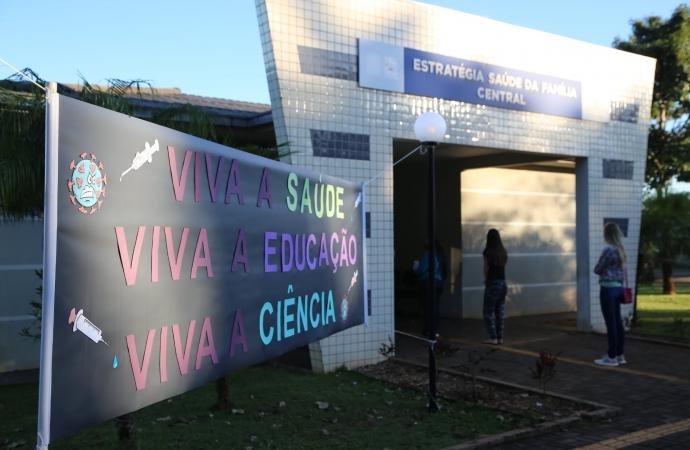 Profissionais da Educação recebem vacina contra a Covid-19 em Itaipulândia