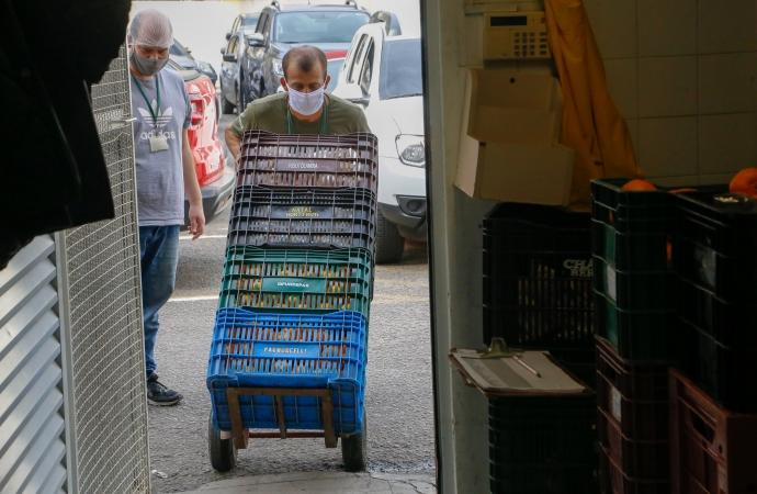 Programas garantem comercialização e renda aos pequenos agricultores