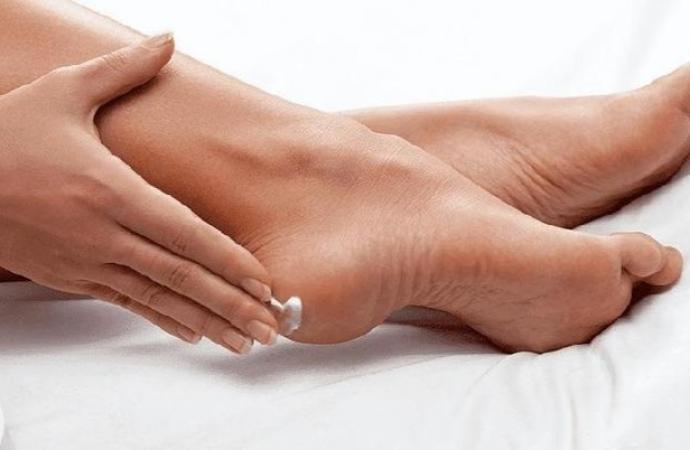 Quatro remédios simples e caseiros para rachadura dos pés!