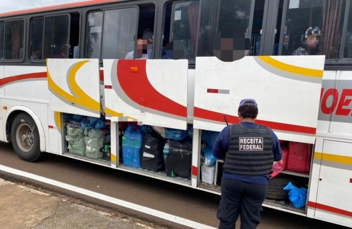 Receita Federal e BPFron retiveram dois ônibus em Santa Terezinha de Itaipu