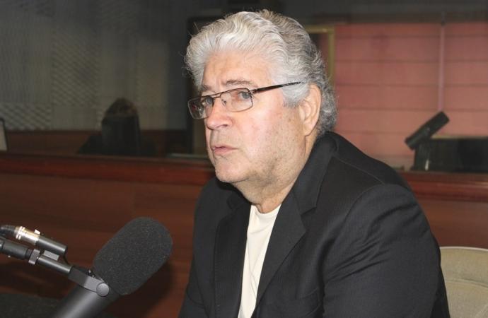 Requião perde convenção e anuncia desfiliação do MDB