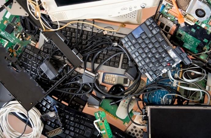 Secretaria de Meio Ambiente realiza 1ª Recolha de Lixo de Eletrônico e Óleo de Cozinha de 2021 em Itaipulândia