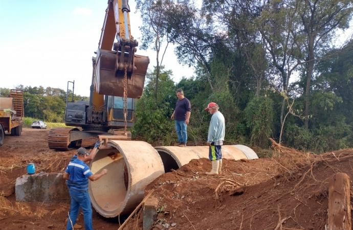 Secretaria de Obras de Missal faz substituição de ponte na Linha Glória