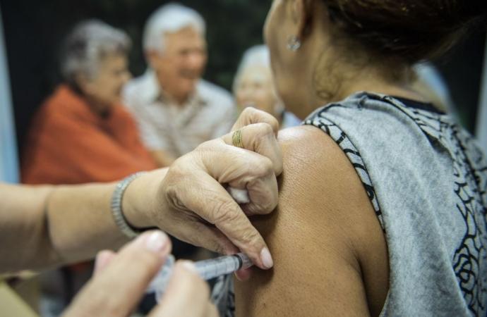 Segunda etapa de vacinação contra gripe começa nesta terça-feira (11)