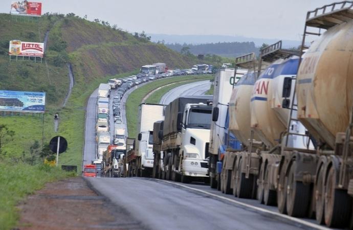 Sindicato dos Transportadores Rodoviários de Foz é contra greve dos caminhoneiros