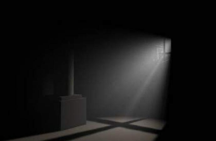 Sob a luz da escuridão