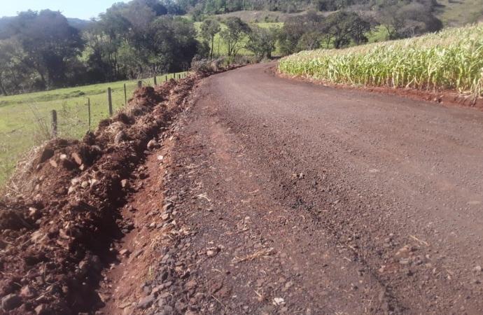 Subprefeitura do Portão Ocoí de Missal continua serviços de melhorias de estradas rurais