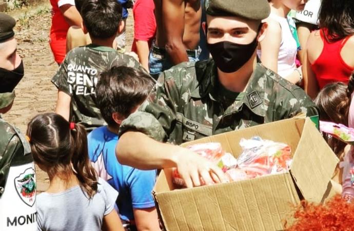 Tiro de Guerra realiza entrega de brinquedos no Dia das Crianças