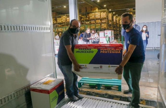 Vacinas chegam às 22 Regionais de Saúde do Paraná