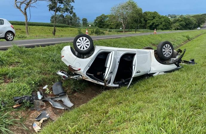 Veículo capota após tentativa de assalto na BR 277 entre São Miguel do Iguaçu e Medianeira