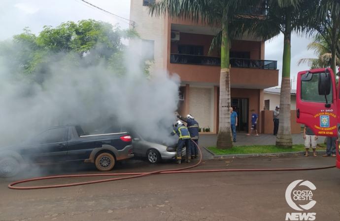 Veículo pega fogo no centro de São Miguel do Iguaçu