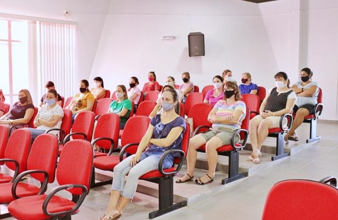 Vigilância em Saúde e ASSOREMI ministram formação na Semana Pedagógica em Itaipulândia