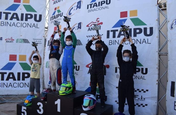 Zorzetto mantém invencibilidade com 4ª vitória no Citadino de Kart de Foz