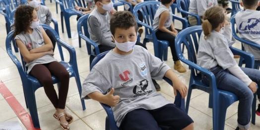 70 crianças guairenses são contempladas com o projeto Nadando Paraná