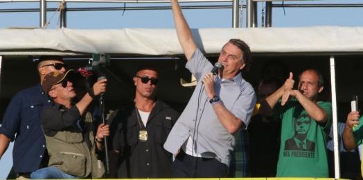 Bolsonaro participa de manifestação de agricultores e religiosos