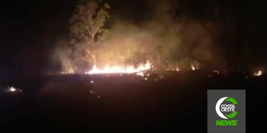 Bombeiros e Defesa Civil combatem incêndio ambiental em São José das Palmeiras