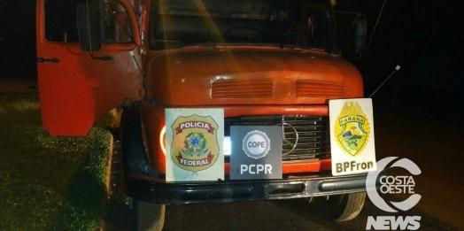 BPFRON, PF e Polícia Civil apreendem caminhão carregado com 10 mil pacotes de cigarros em Santa Helena