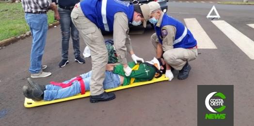 Colisão entre moto e carro deixa rapaz ferido no centro de Medianeira