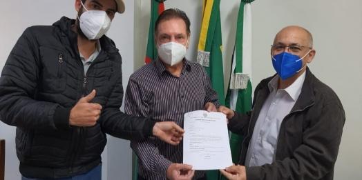 Deputado Ademir Bier entrega emendas de R$ 470 mil para Vera Cruz do Oeste