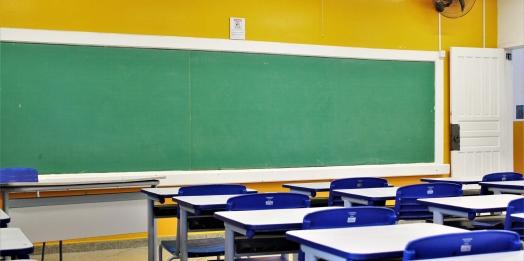 Dez colégios de Foz e região registram casos de covid-19 em educadores