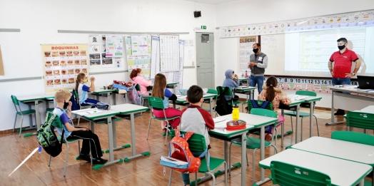 Escola Municipal Carlos Gomes retoma as aulas presenciais em Itaipulândia