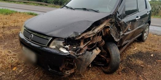 Forte batida entre carros é registrada na BR-163 em Mercedes