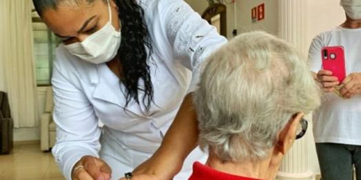 Foz do Iguaçu iniciará vacinação de professores entre 55 e 59 anos