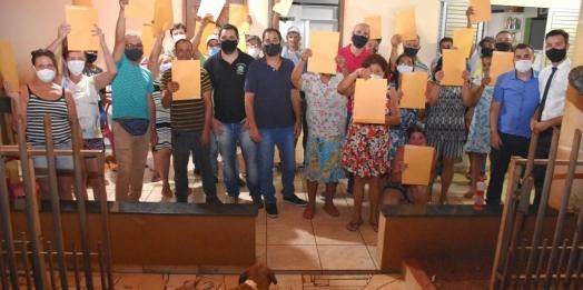 São Miguel: Governo Municipal entrega 44 matrículas do Reurb para moradores do Loteamento Cacic