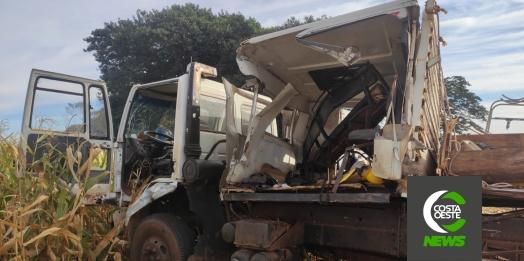 Grave acidente envolvendo caminhões é registrado na PR 495, em Santa Helena