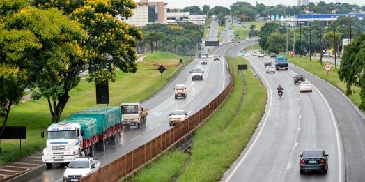 Itaipu e governo do PR assinam convênio para iluminar BR-277 entre Foz e São Miguel