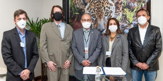 Itaipu, Fundação de Saúde e Unioeste firmam convênio para a contratação de 100 bolsistas